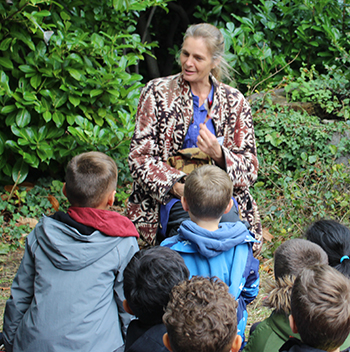 JAne LAmbourne of Wassledine Storytelling, at work in a Bedford school
