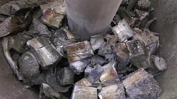 Retort charcoal